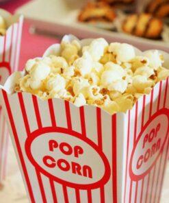 Frisches Popcorn in einer Tüte